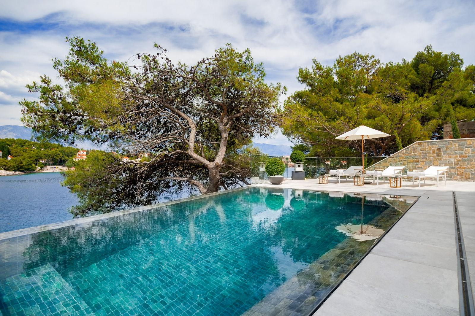 Amazing Infinity Pool from Luxury Villa Silent