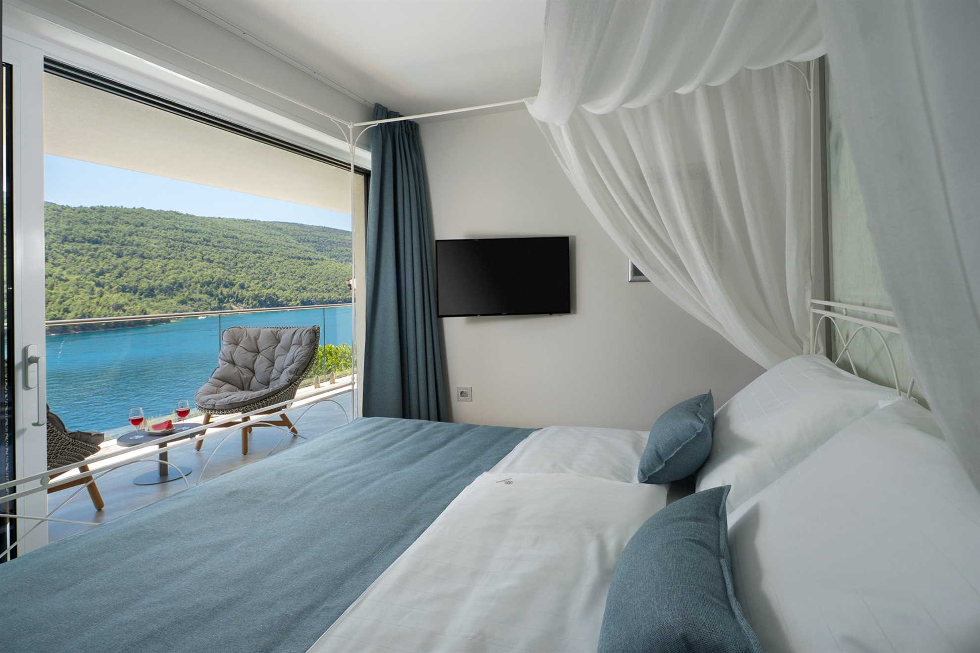 Bedroom with king-size bed, private terrace and sea view in Luxury Villa Majestic