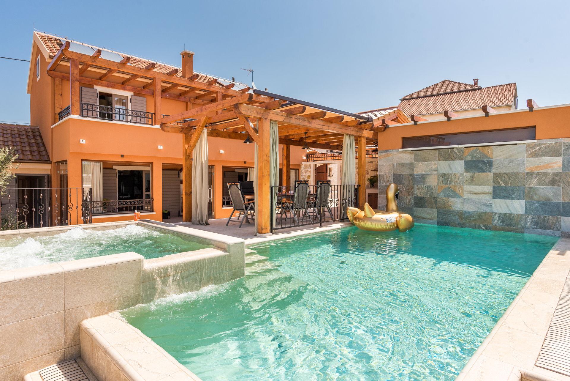 Holiday Home La Verna with Pool near Sibenik