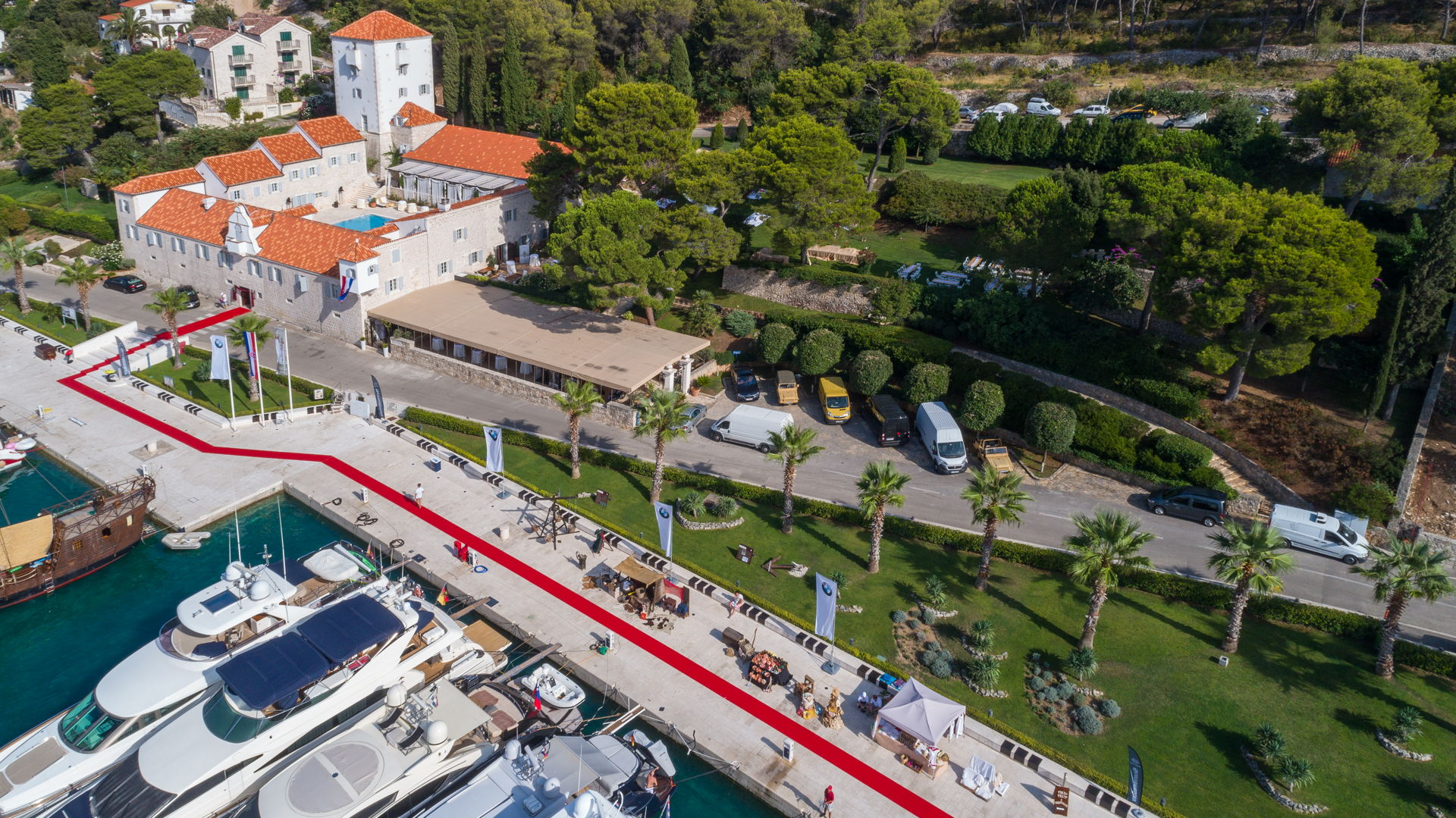 Heritage Villa M&M with Marina, restaurant and a large courtyard