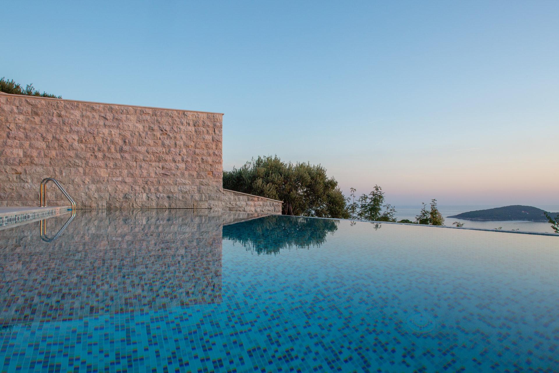 Luxury Villa Frida Infinity Pool View
