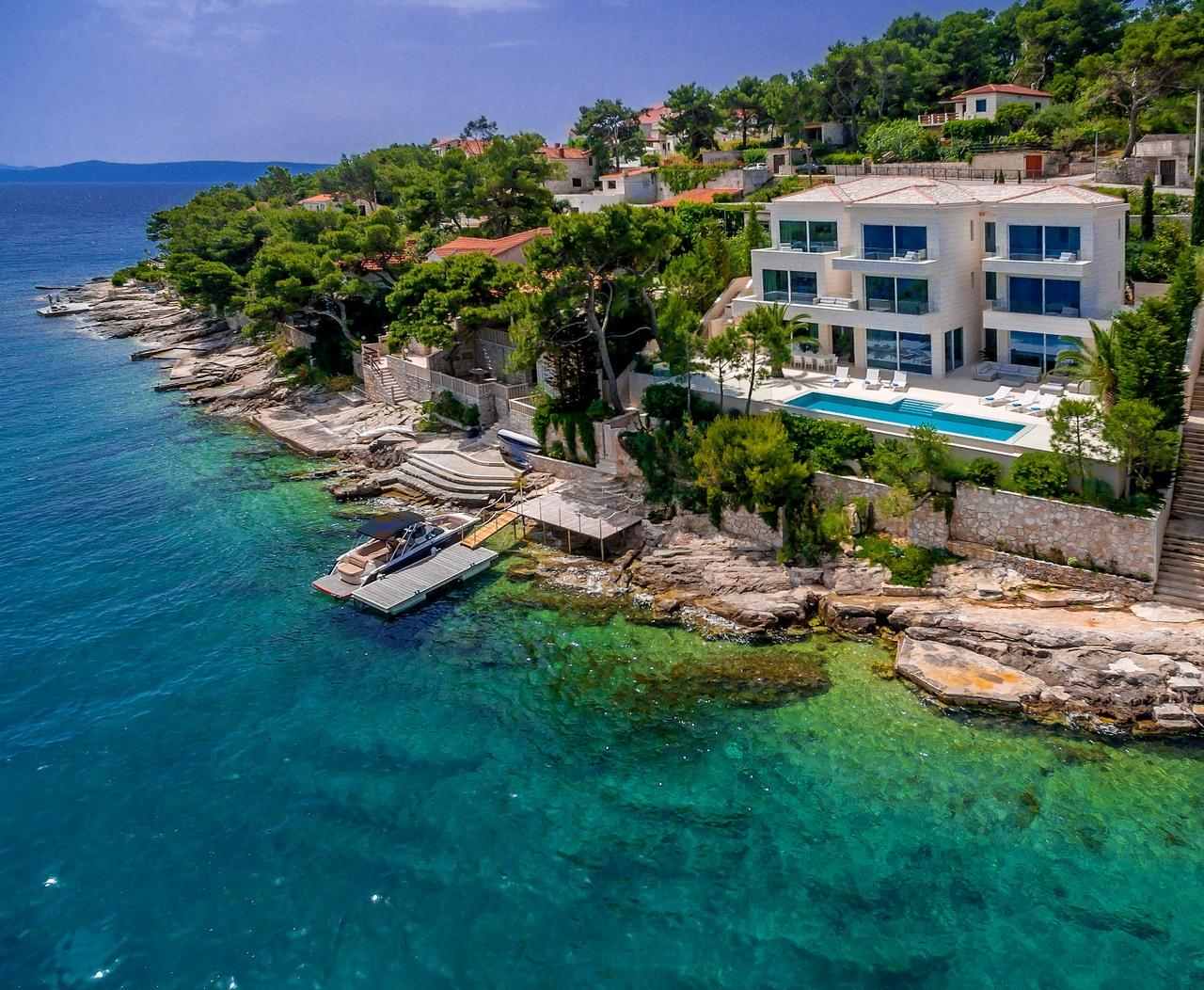 Beachfront VIlla Seven Sins for Rent on Brac Island - Luxurious 6-bedroom holiday villa with pool