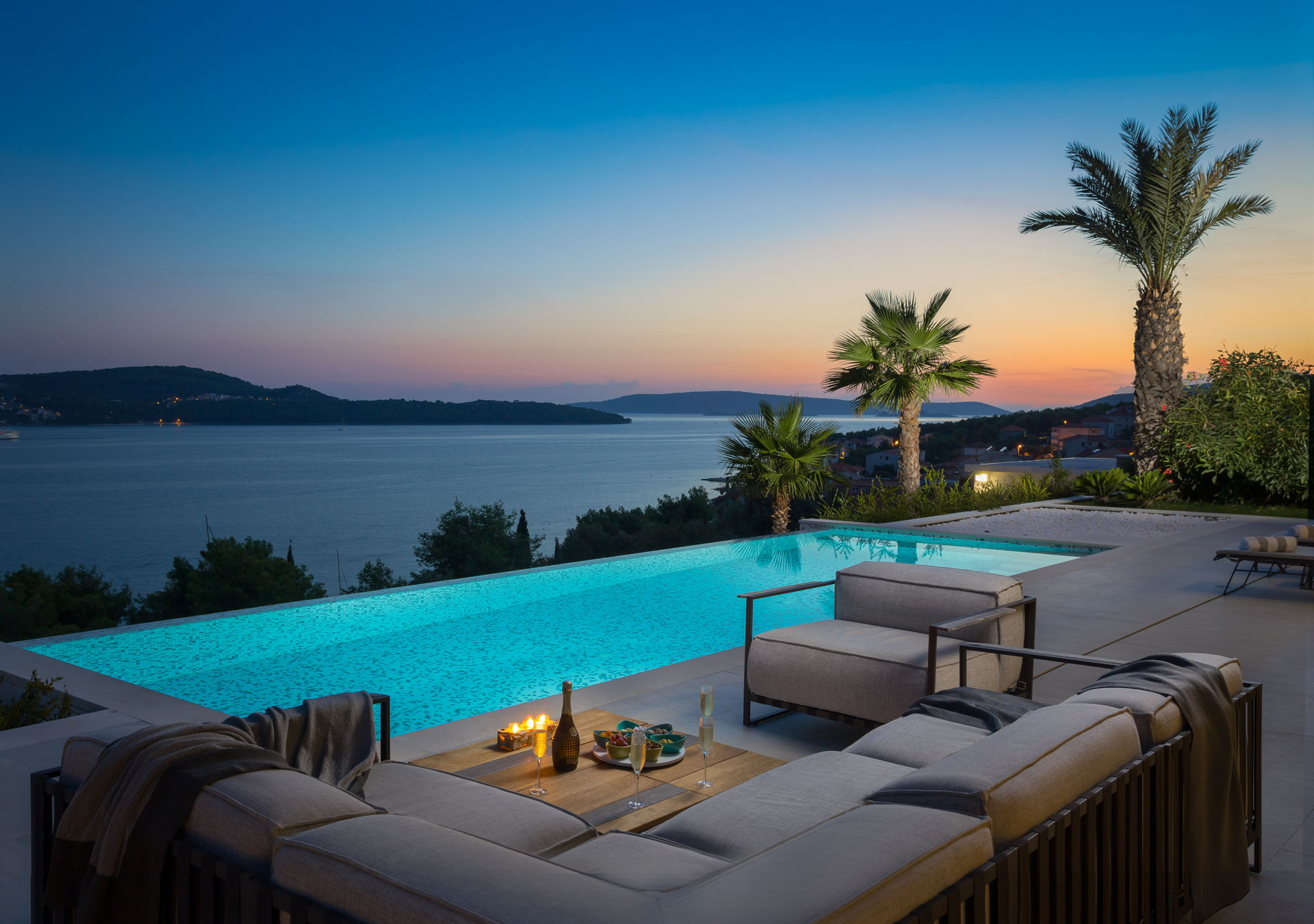 Sunset view from the Infinity Pool in Luxury Villa Elyzeum