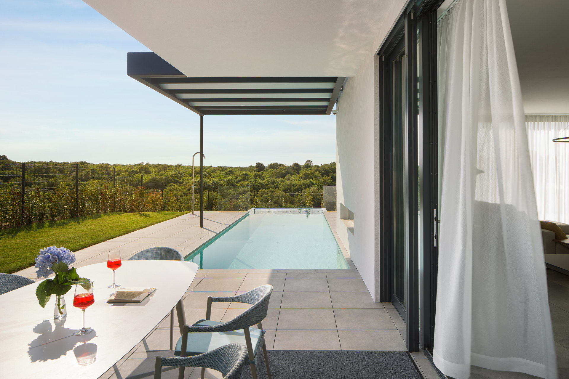 The other infinity Pool of Villa Euphoria with views of the nture