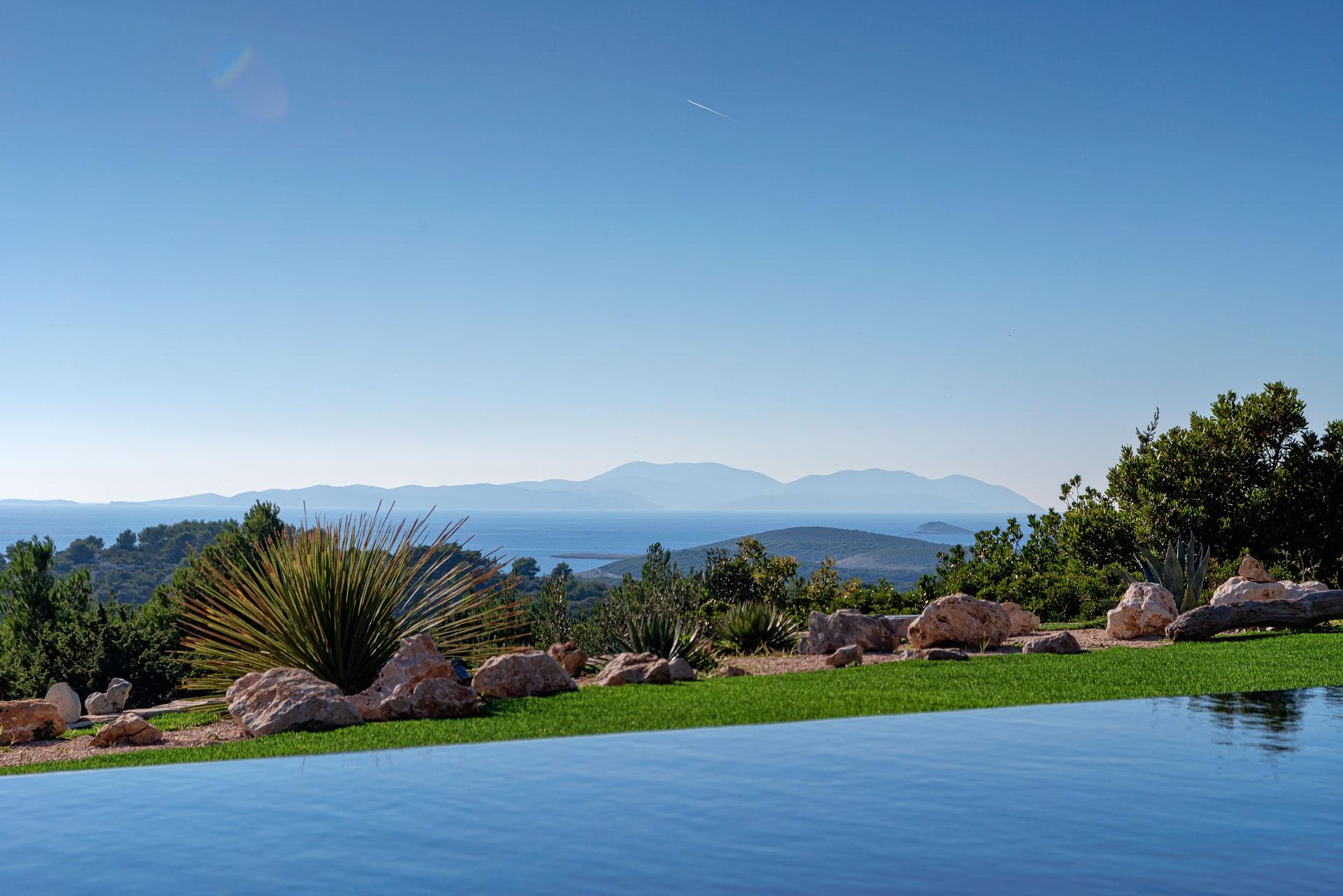 View from the Infinity Pool of Villa Ocean Seeker