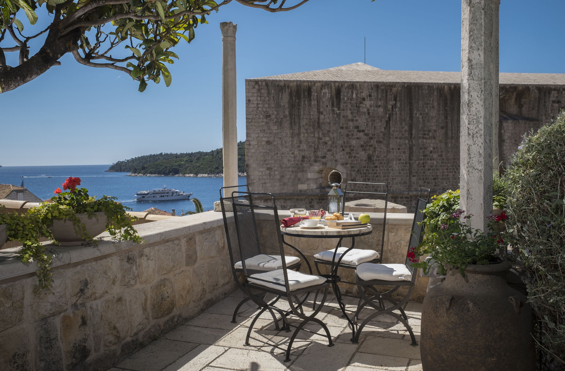 Villa Dubrovnik Gem outdoor sitting area