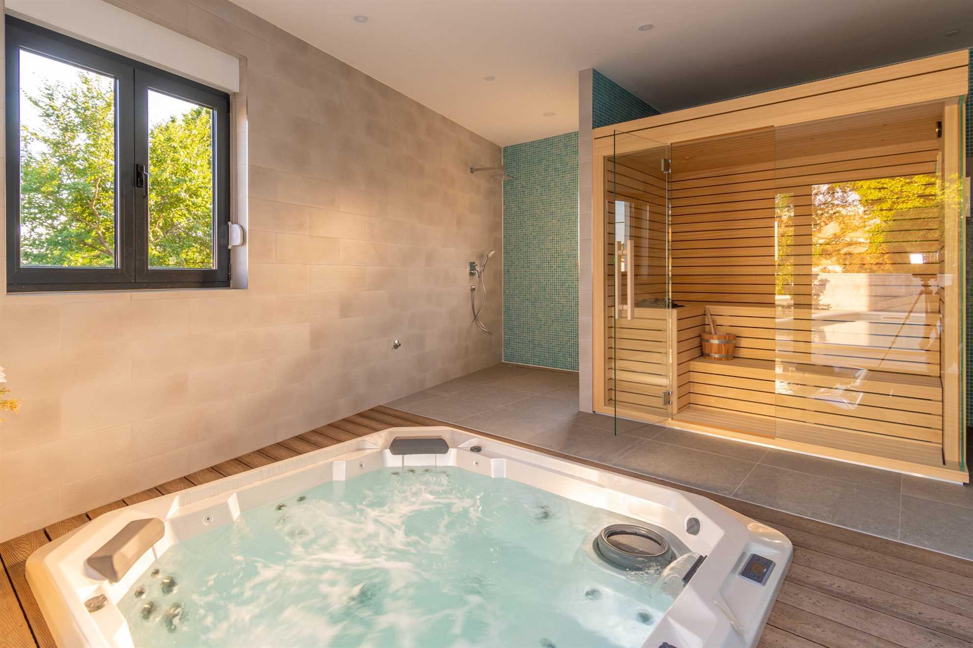 Jacuzzi and Sauna Villa IN Split
