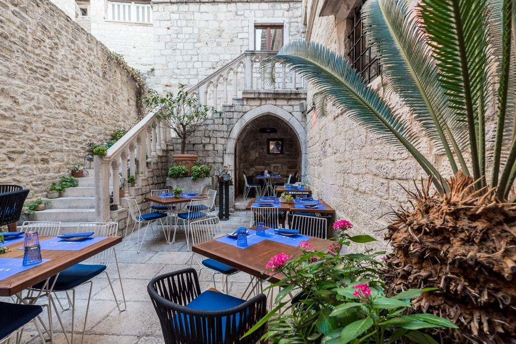 Outdoor dining terrace  in the restaurant Kinoteka in Diocletians Palace