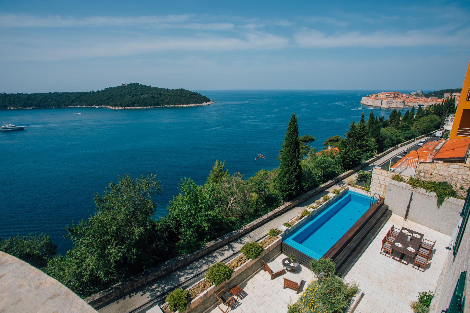 Utsikt over gamlebyen i Dubrovnik og øya Lokrum fra Luxury Residence Queen of Dubrovnik