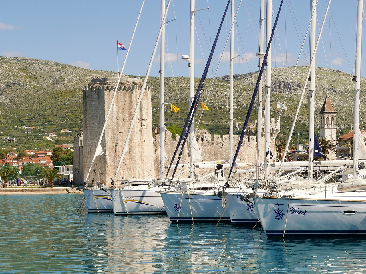 Sailing boats and fortress Kamerlengo in Trogir