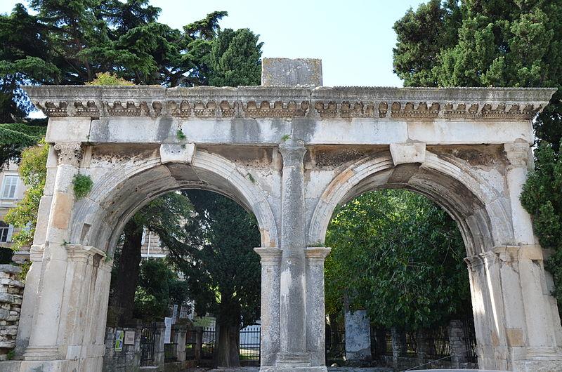 The Twin Gate in Pula