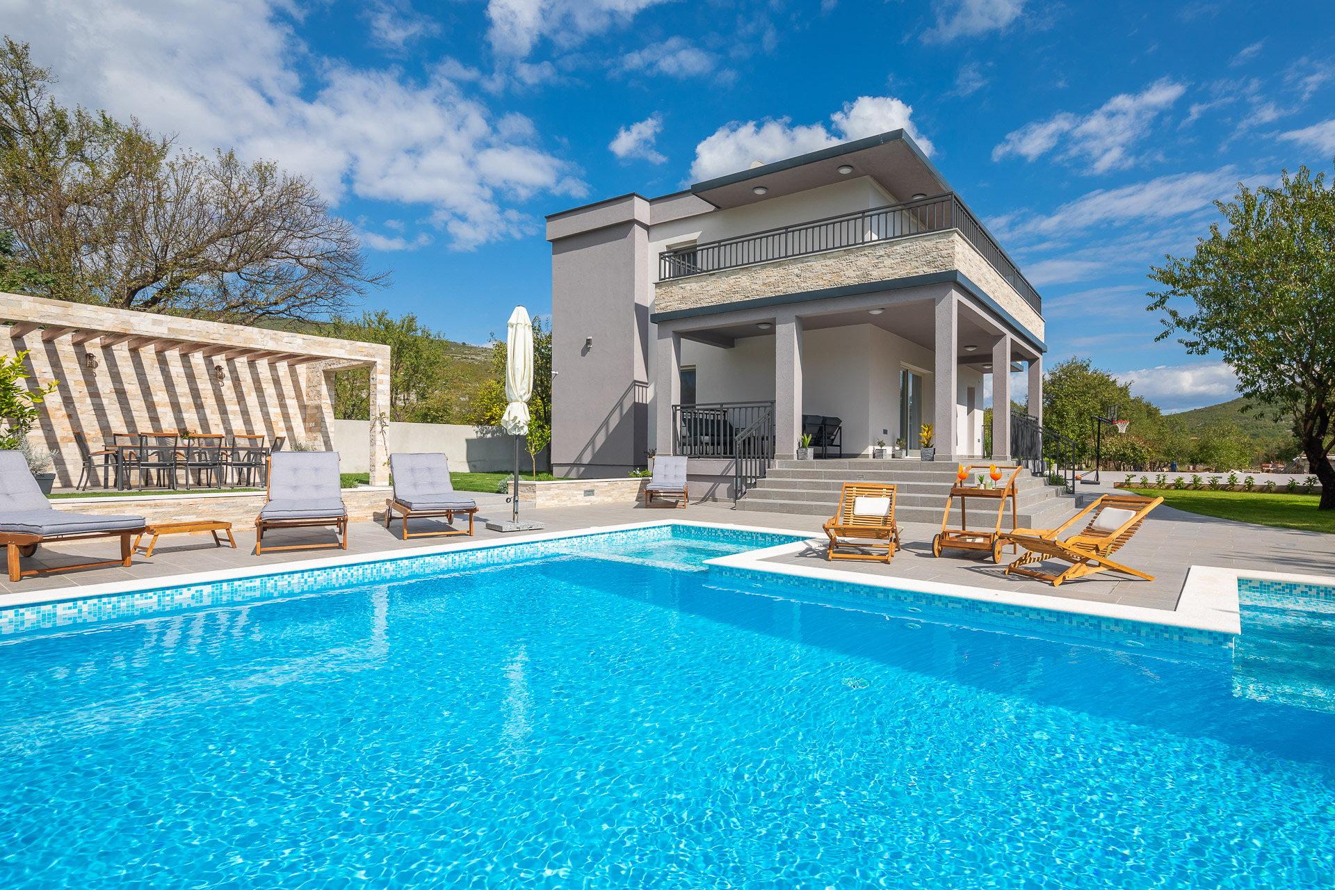 Villa Verde with Pool