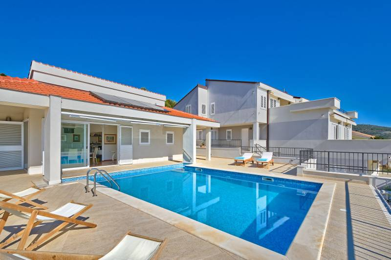 Villa Simply the Best with Swimming Pool