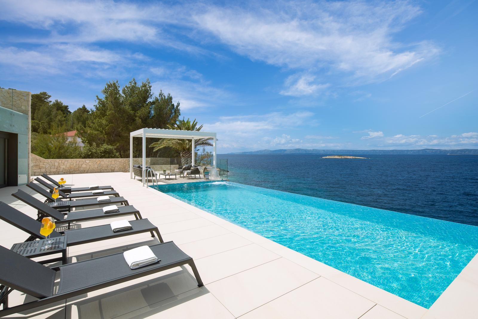 Luxury Villa Palma de Korkyra with Infinity Pool