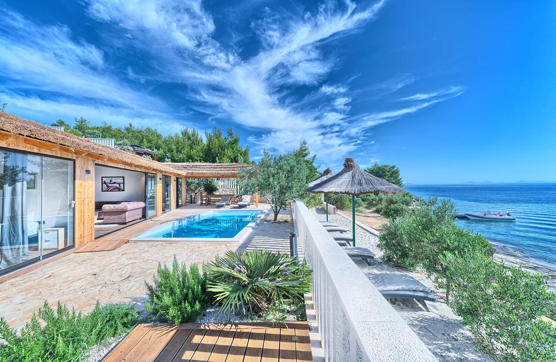Beachfront Villa New Horizons III