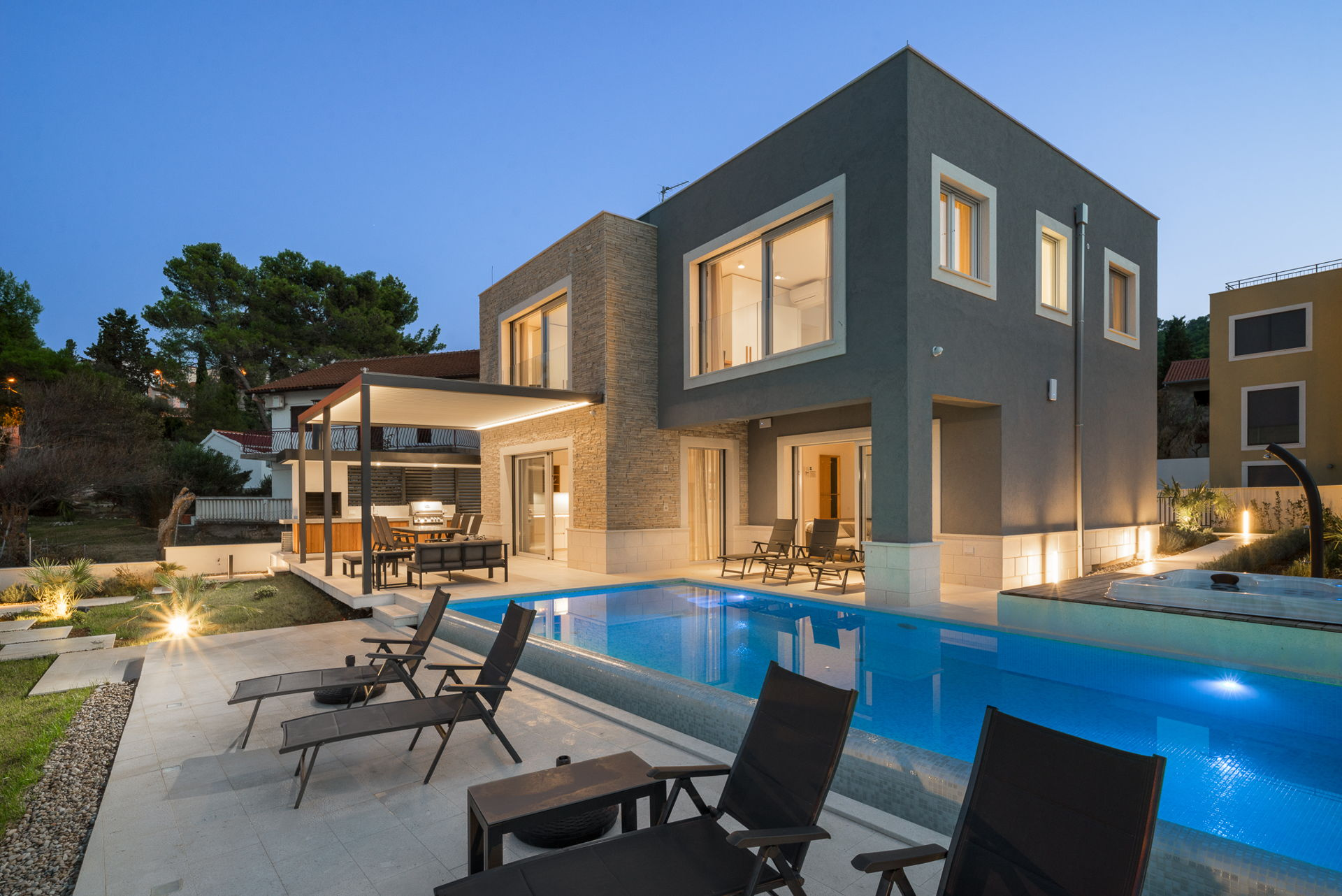 Beachfront Villa Grey Martini with Pool