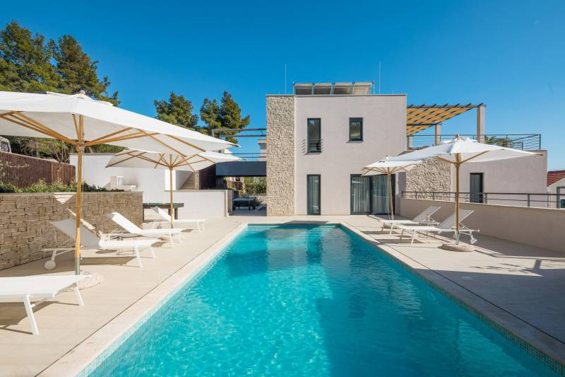 Luxury Villa Juliet with Heated Pool