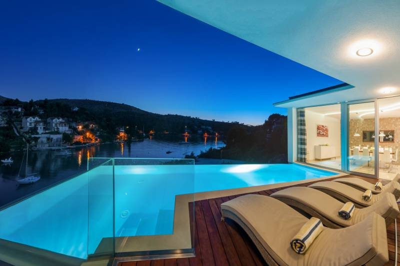 Luxury Villa Fly me to the Moon with Pool