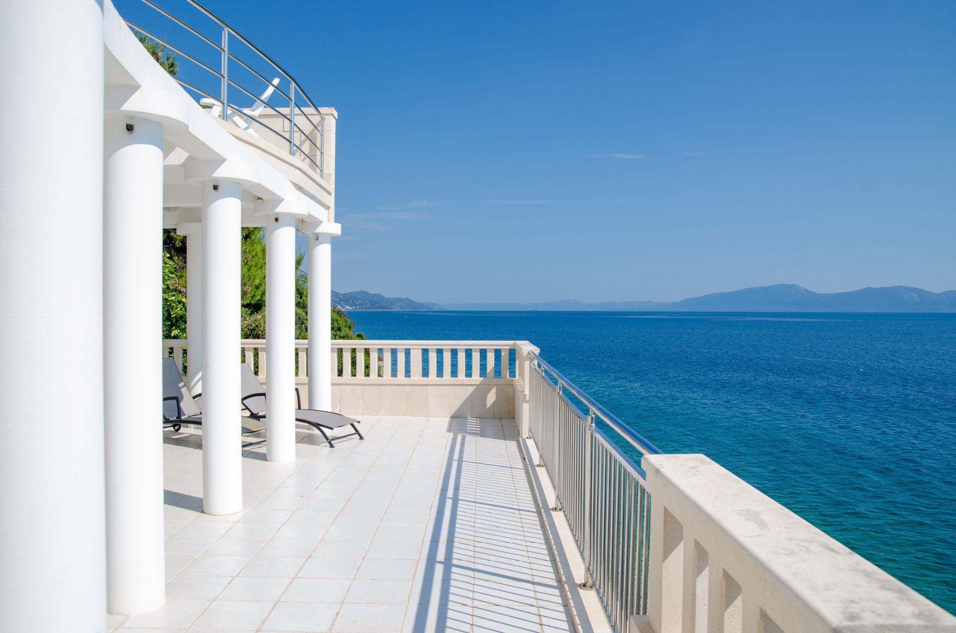 Beachfront Villa Shades of Summer