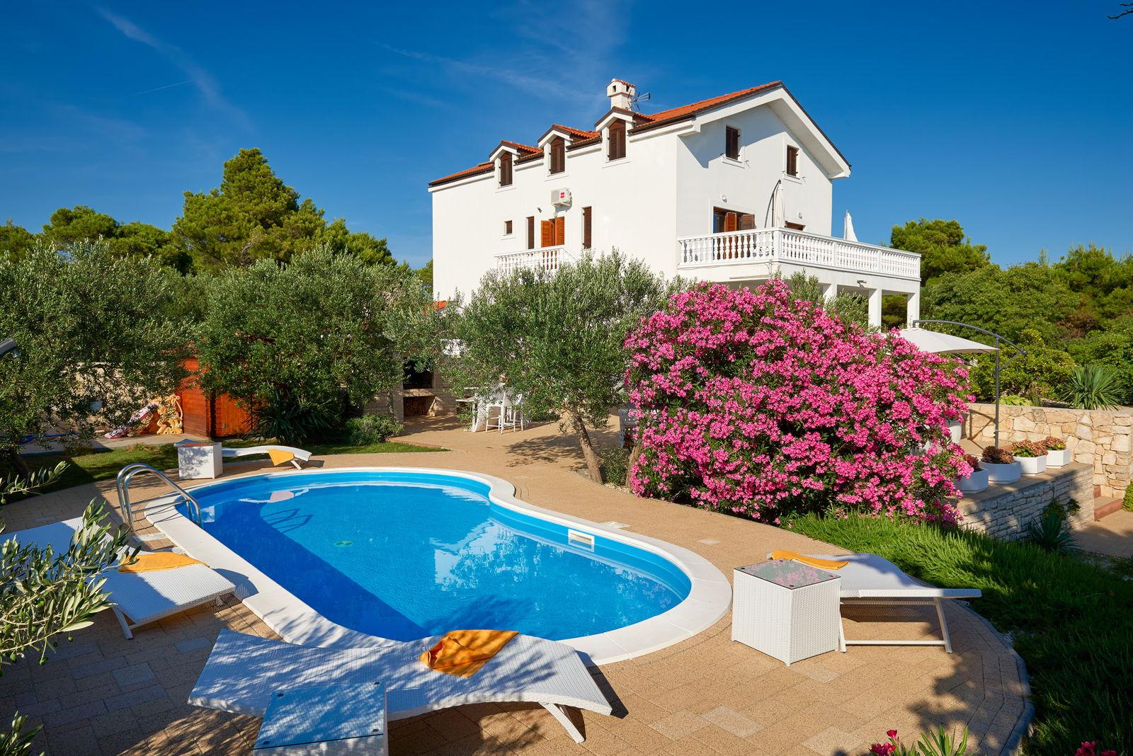 Luxury Villa Bella Vista with Swimming Pool