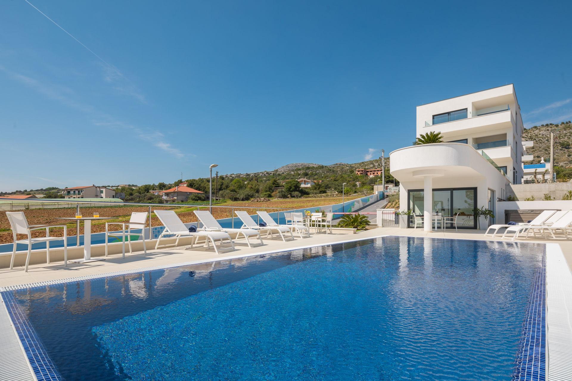 Luxury Apartment Nautica with Pool I
