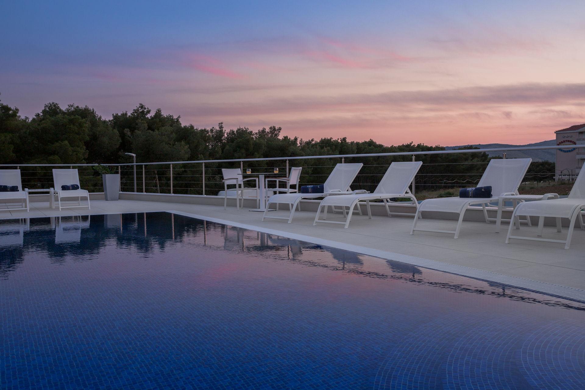 Luxury Apartment Nautica with Pool II