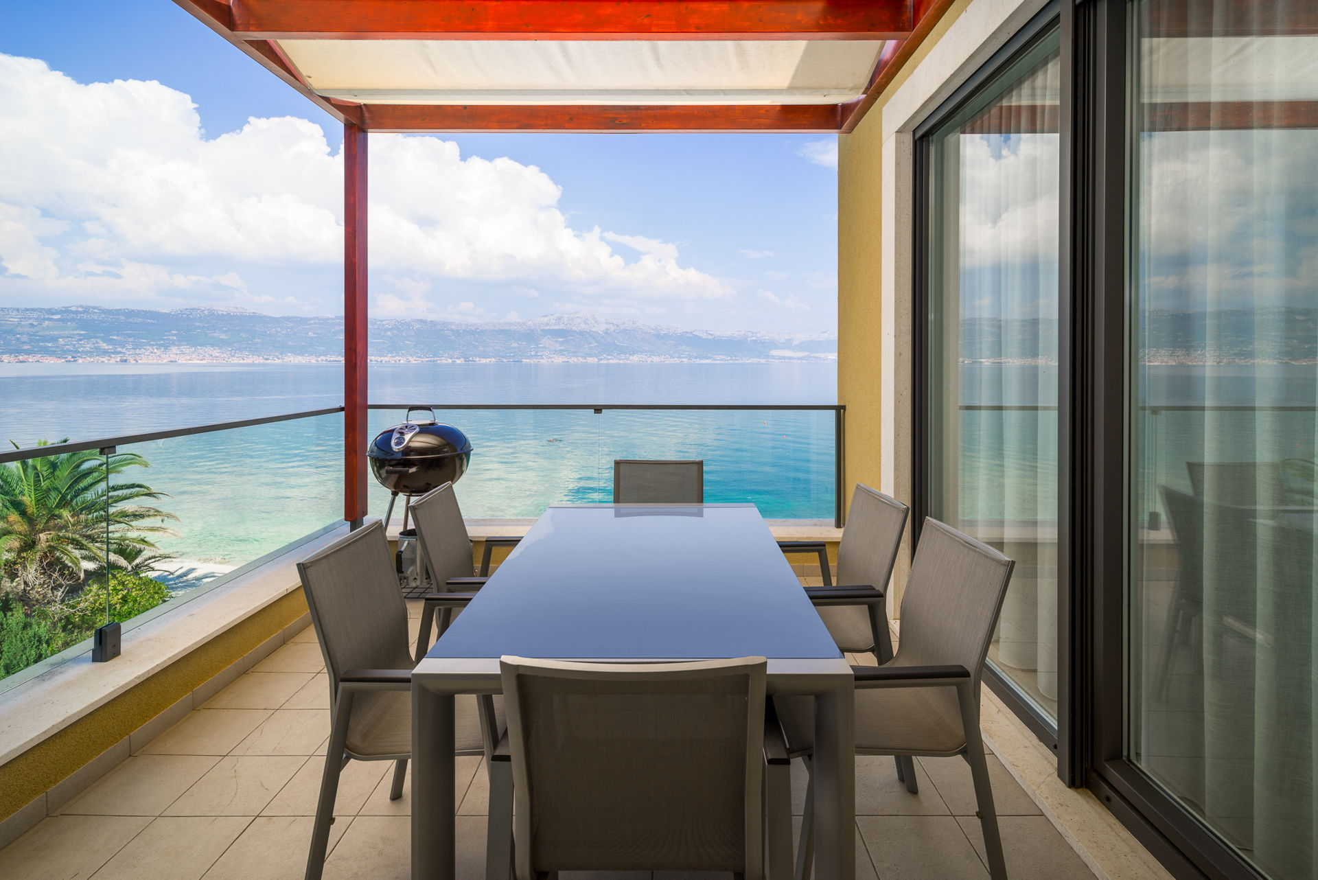 Beachfront Apartment Lemonade II
