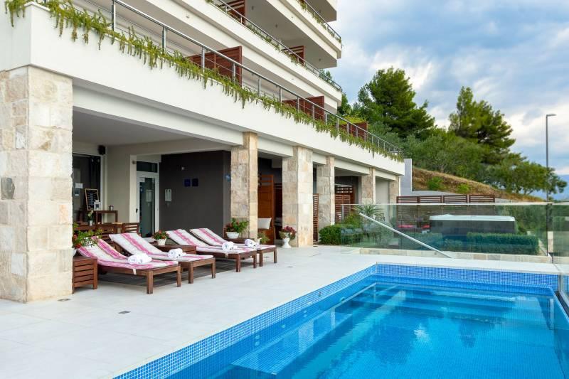 Loft Apartment in Ultra Luxury Villa EnJoy XIX