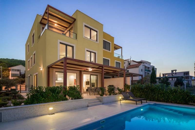 Beachfront Villa Lemonade with Pool II