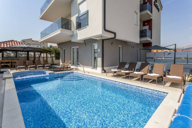Villa Relax with Heated Pool