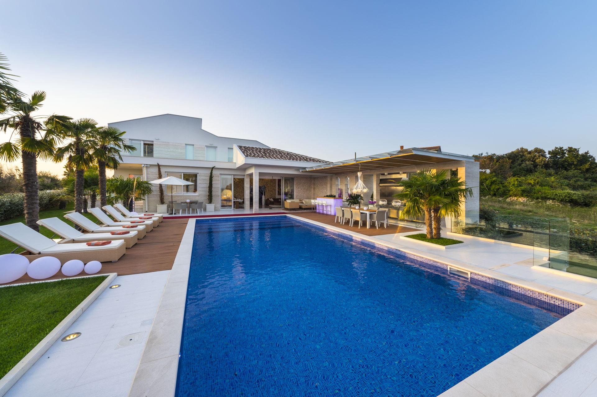 Luxury Villa Beyond with Pool