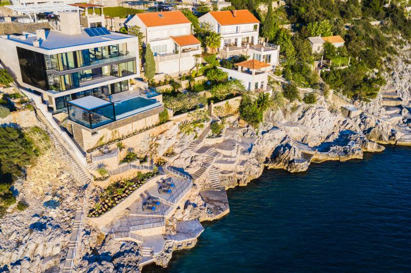 Seafront ultraluxury Villa Grand Oceania with Pool in Dubrovnik