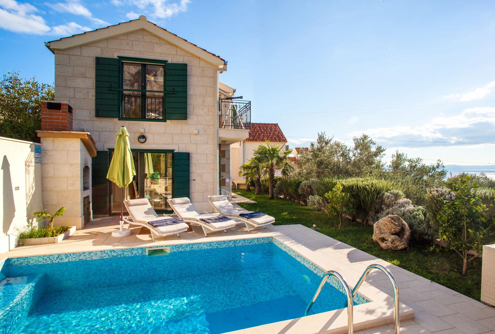 Villa Nirvana with Swimming Pool