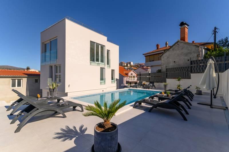 Villa Vista with Pool