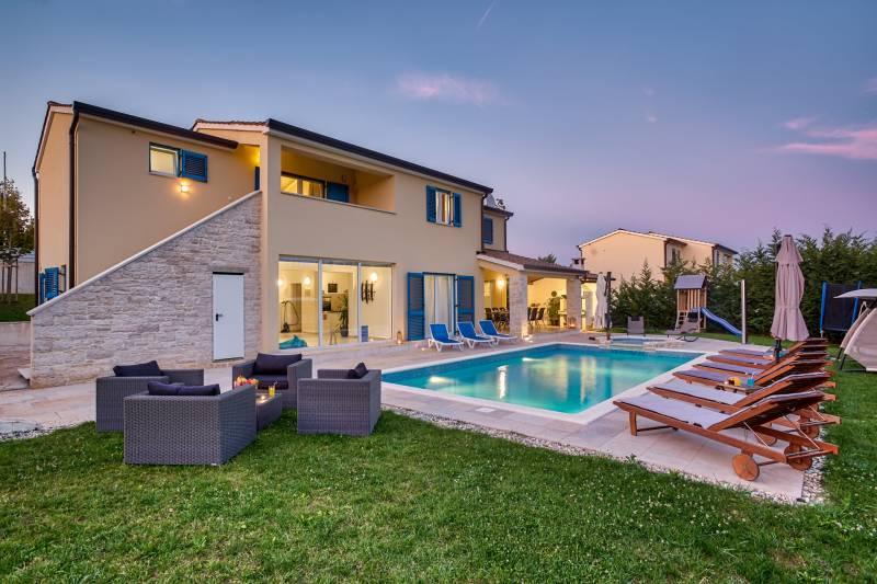 Villa Primrose with Pool III