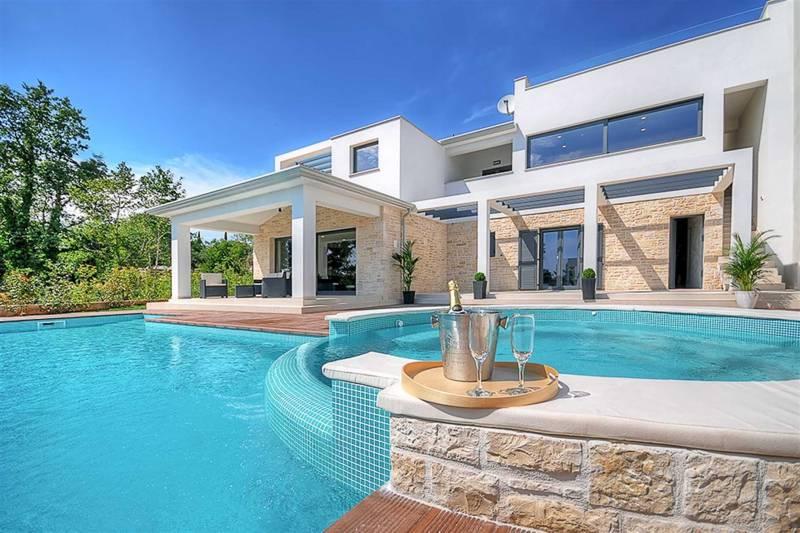 Villa Dahlia Belle with Pool