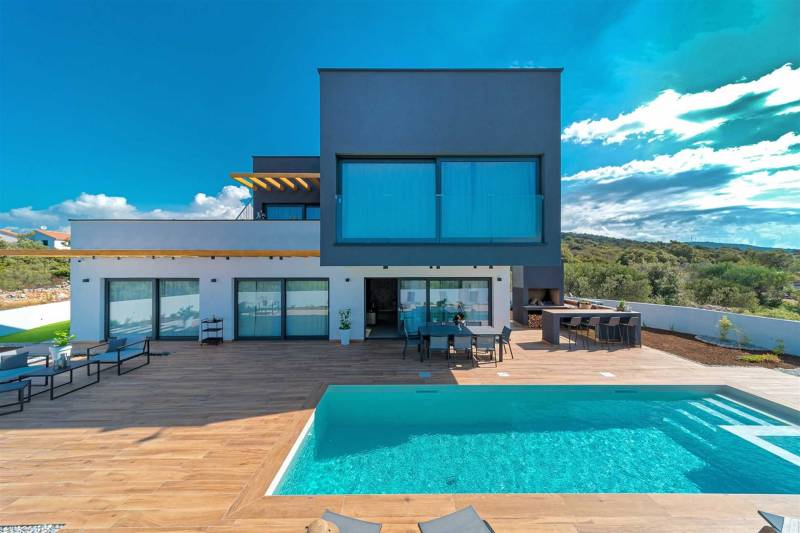 Luxury Villa Silvery with Pool