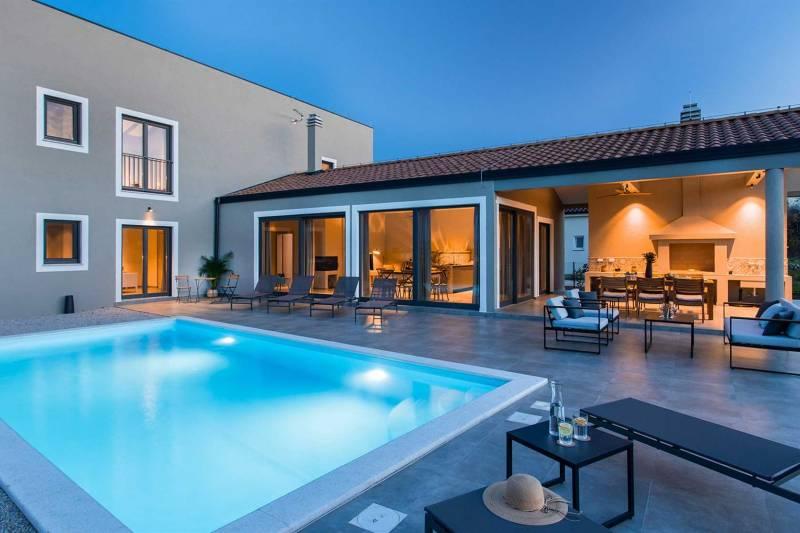 Villa Merigold with Pool