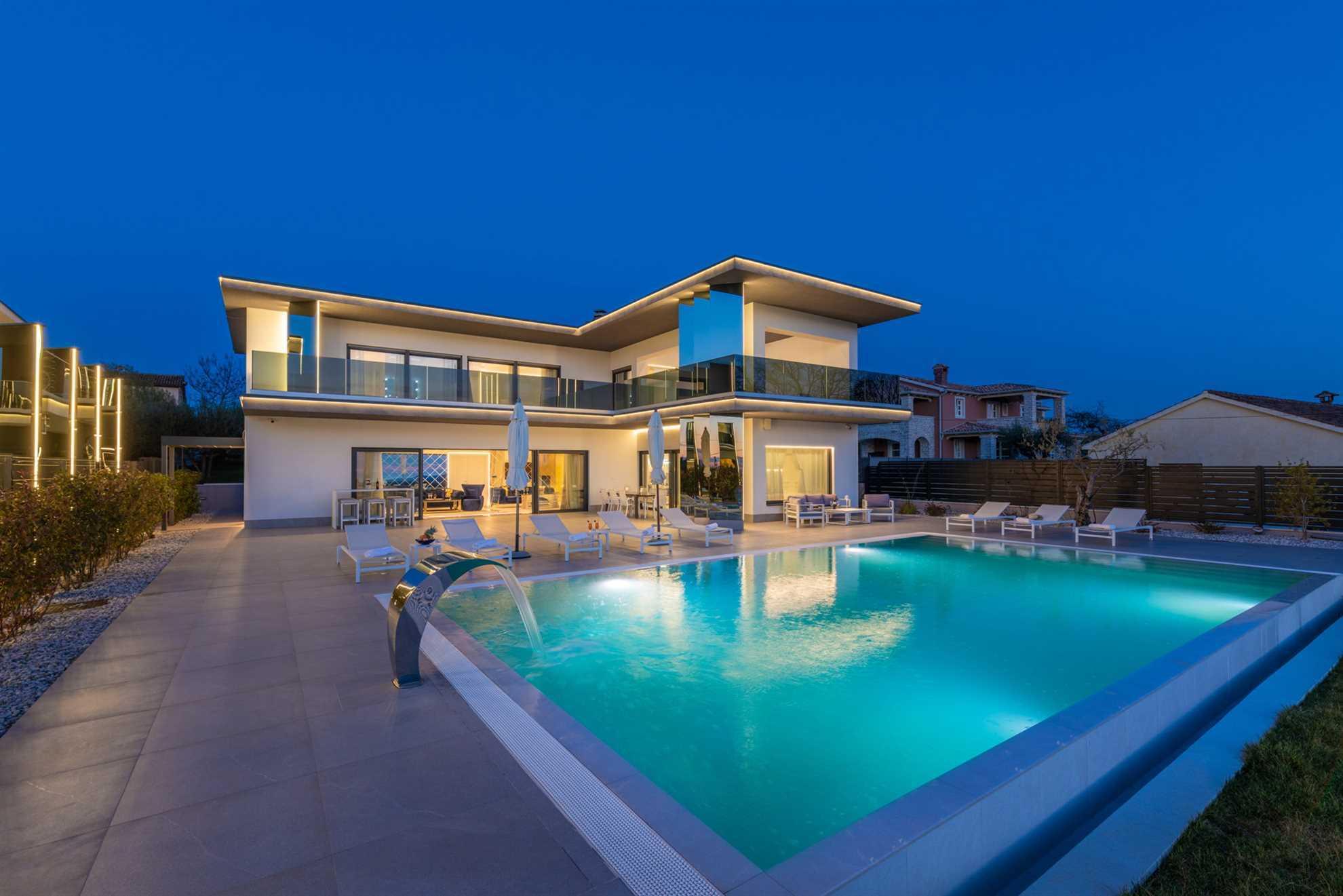 Luxury Villa Aurum with Pool