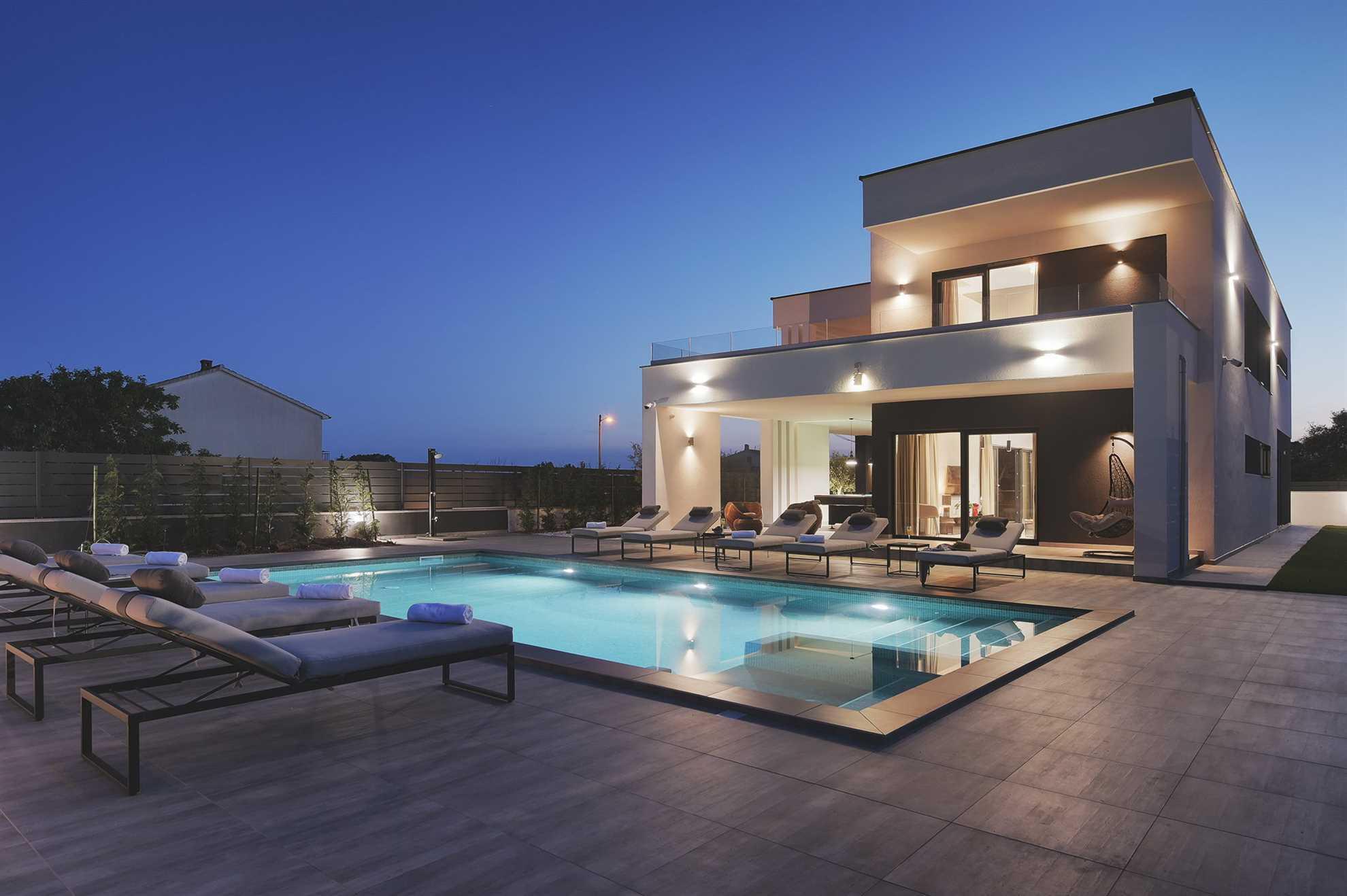 Villa Grandiosa with Pool