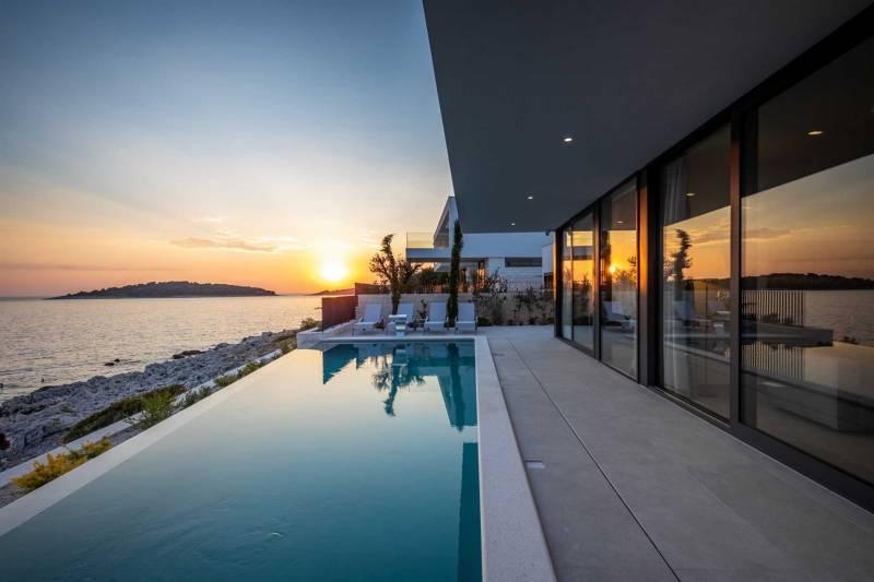 Luxury Villa Night Diamond with Pool
