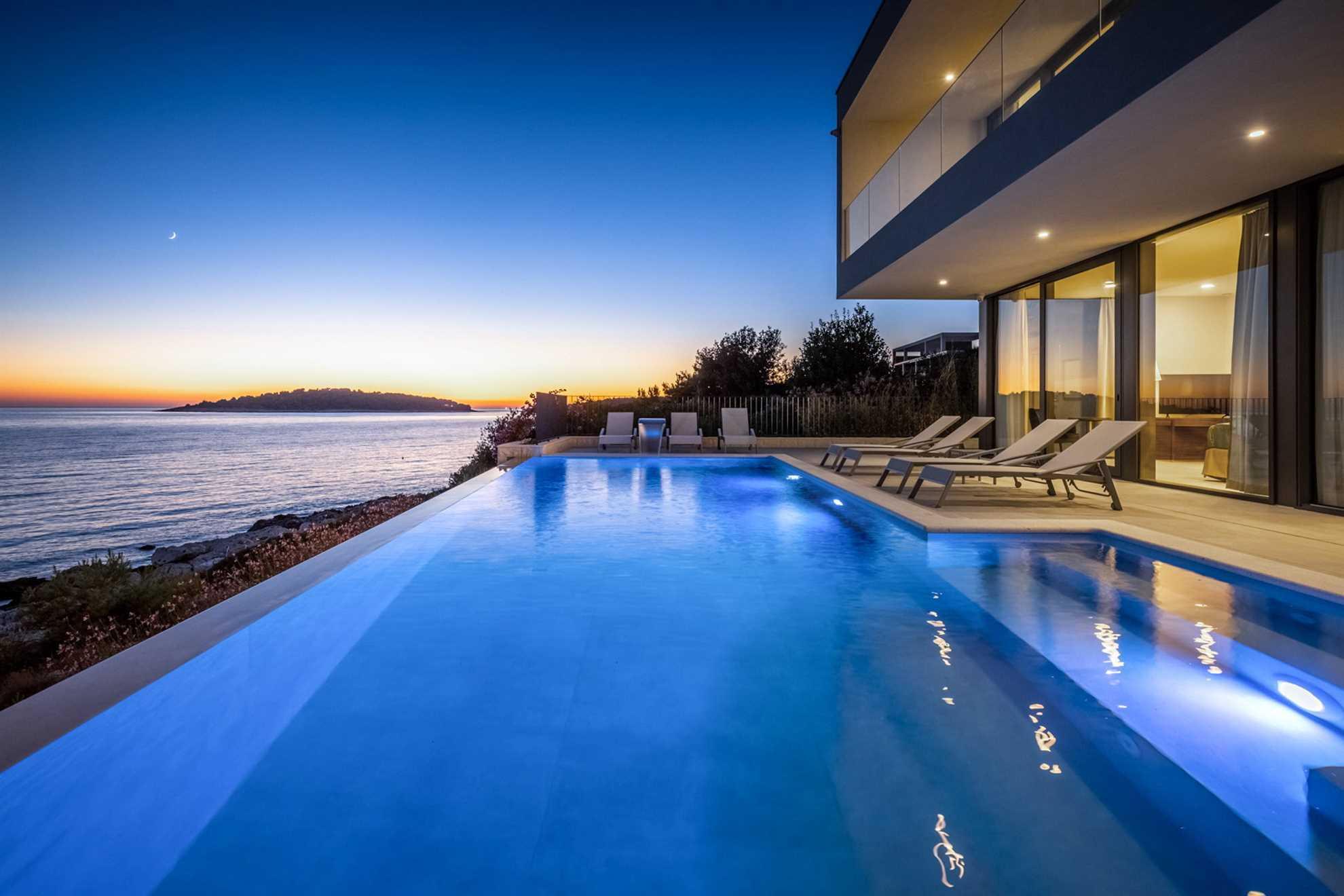 Luxury Villa Black Diamond with Pool