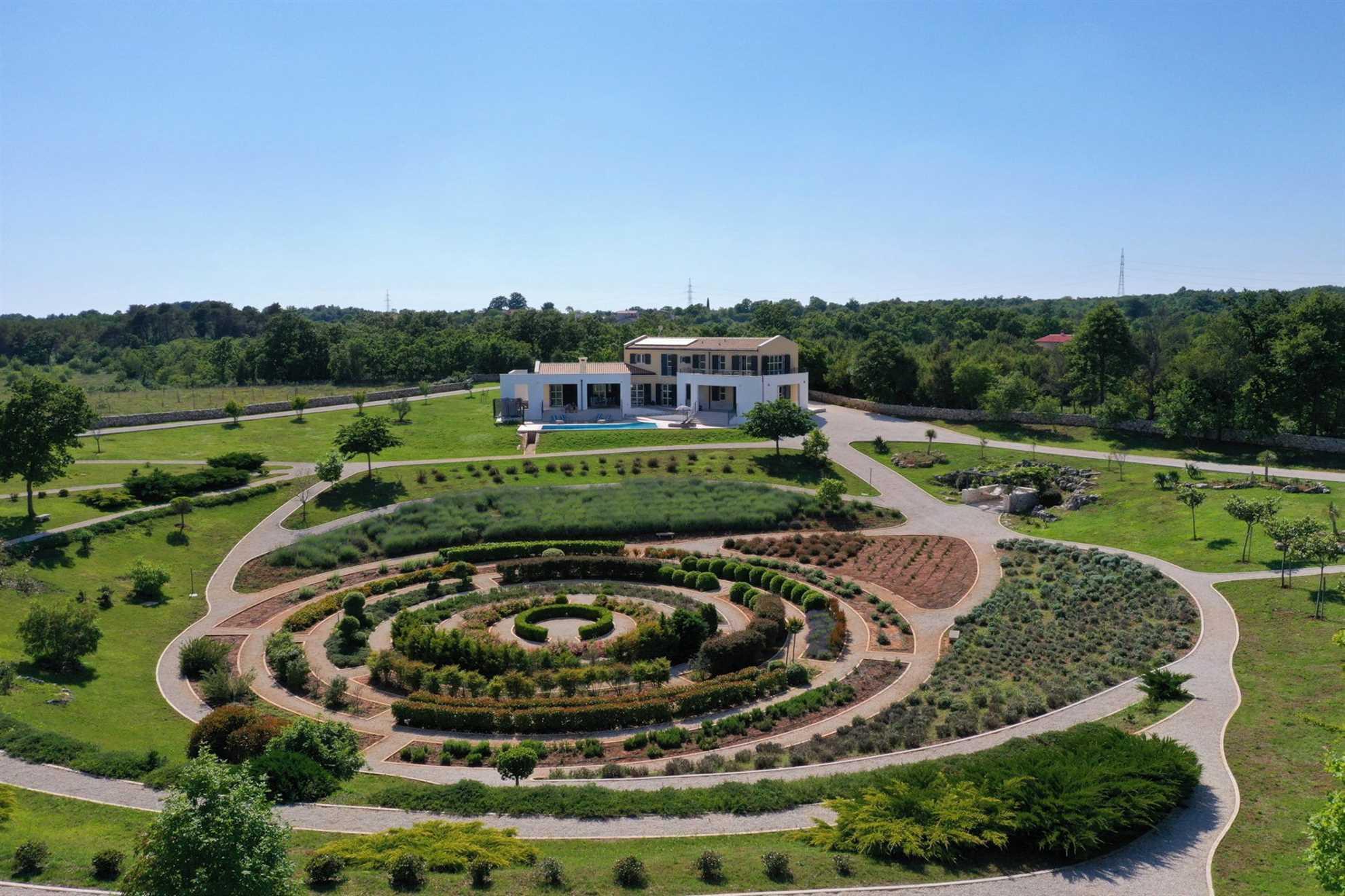 Villa Labyrinth with Pool
