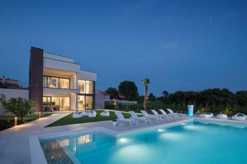 Luxury Villa Artemis with Heated Pool