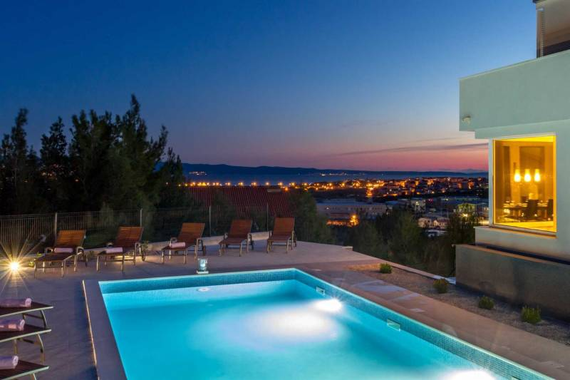 Villa Lettera with Pool