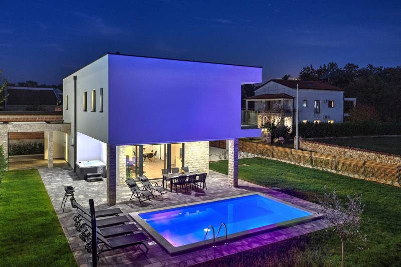 Villa Meraviglia with Pool