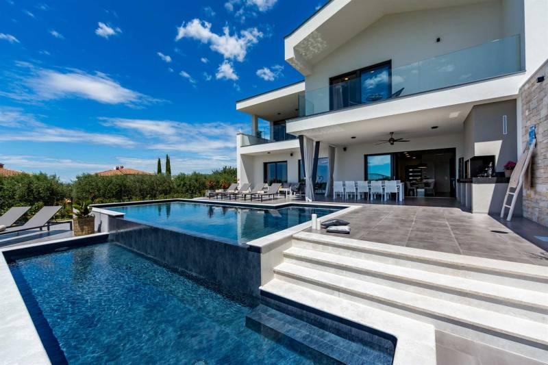 Luxury Villa Callisto with Pool
