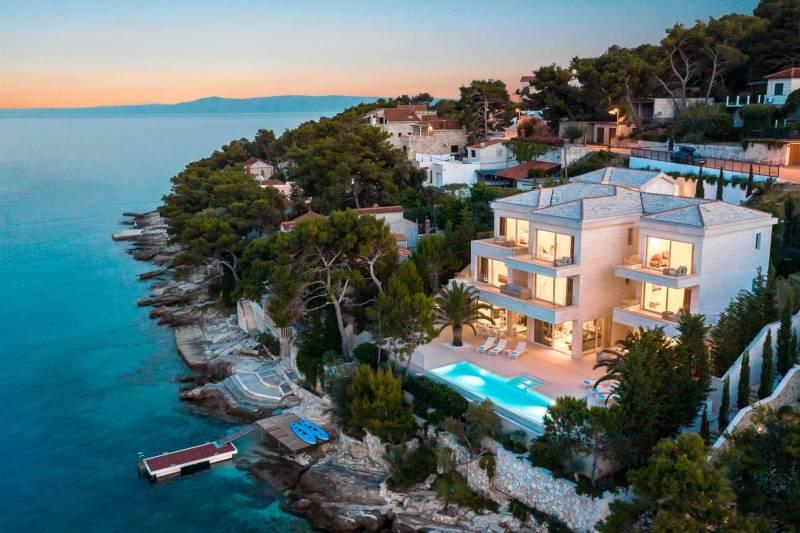 Beachfront Villa Seven Sins with Pool