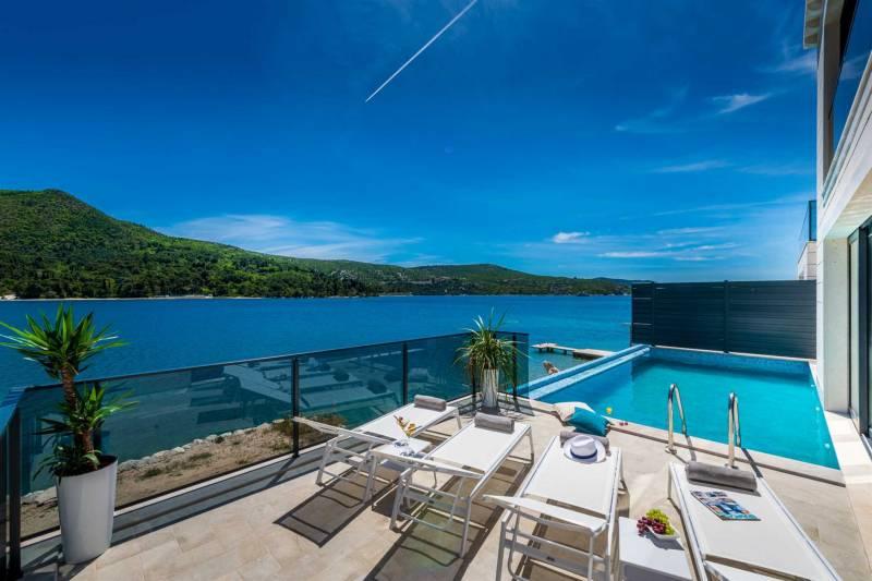 Beachfront Villa Ultimata with Pool
