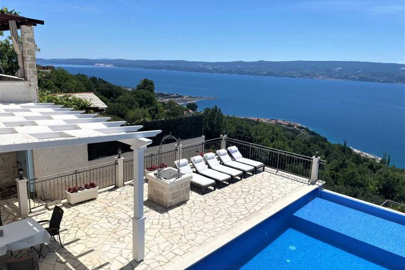 Villa Salut la Mer with Infinity Pool
